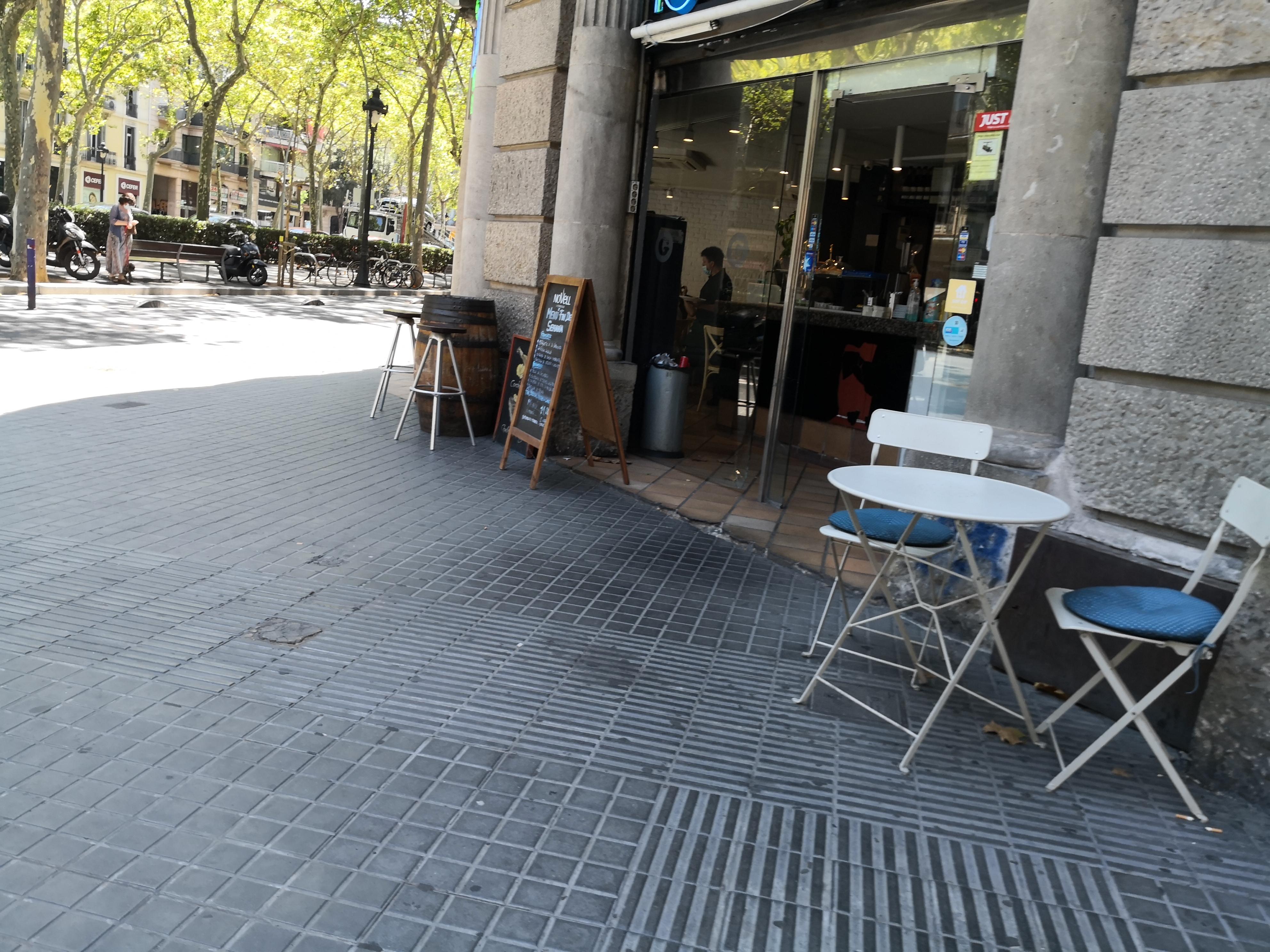 Gran Via de les Corts Catalanes, 425 - okupant la façana