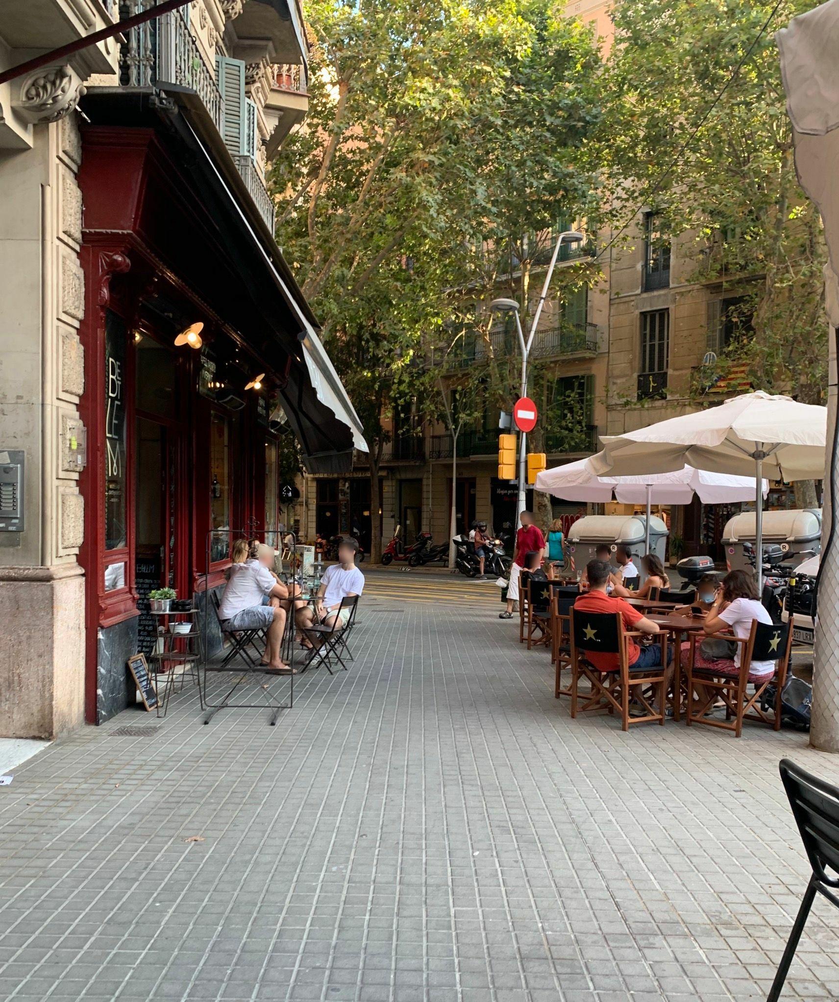 Girona 70 - taules per tot arreu