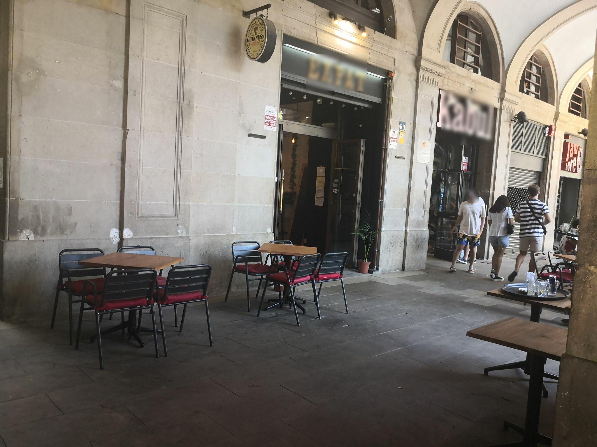 Plaça Reial 17 - a la façana també !!!