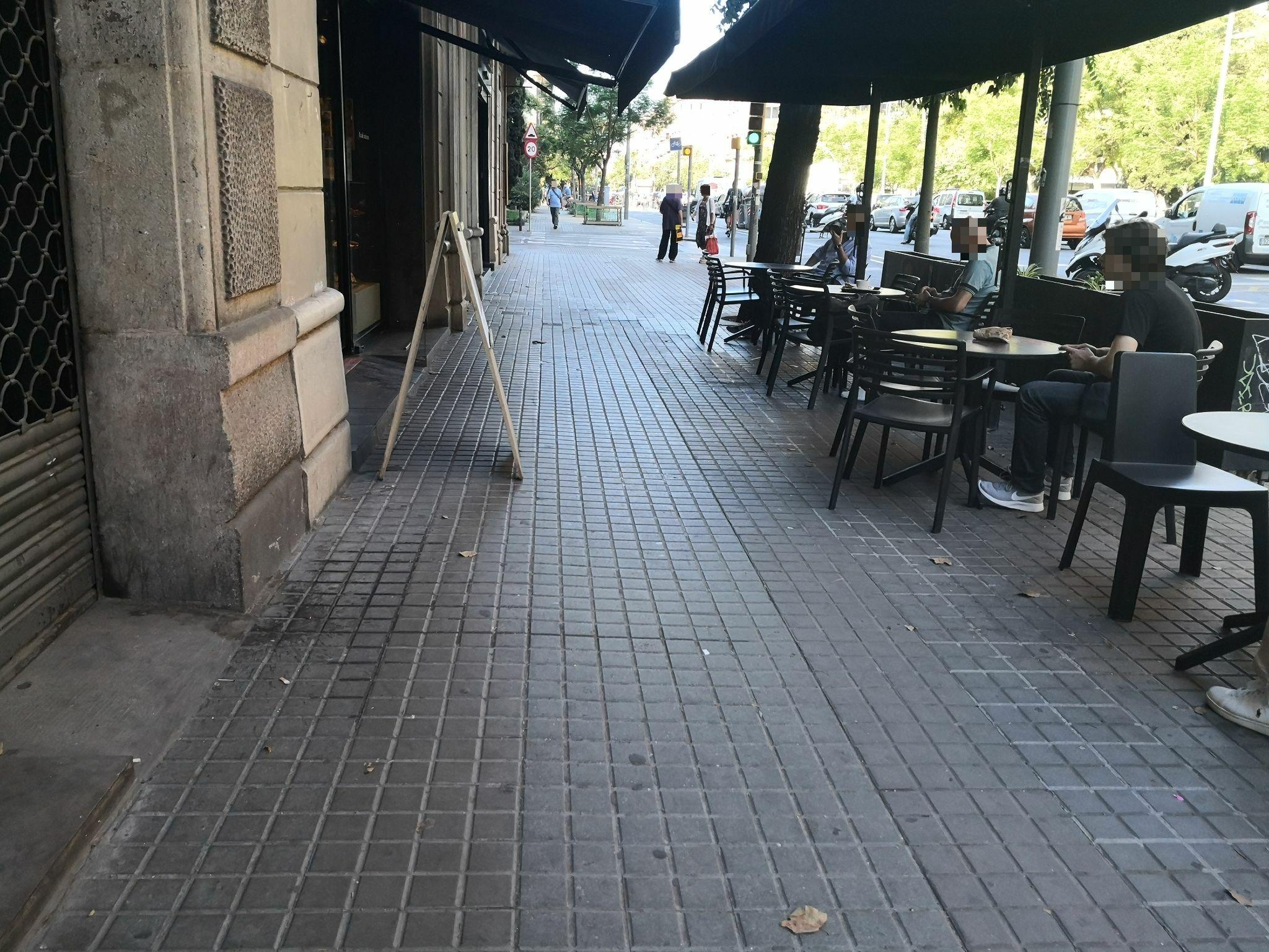 Aragó, 228 - elements a la façana