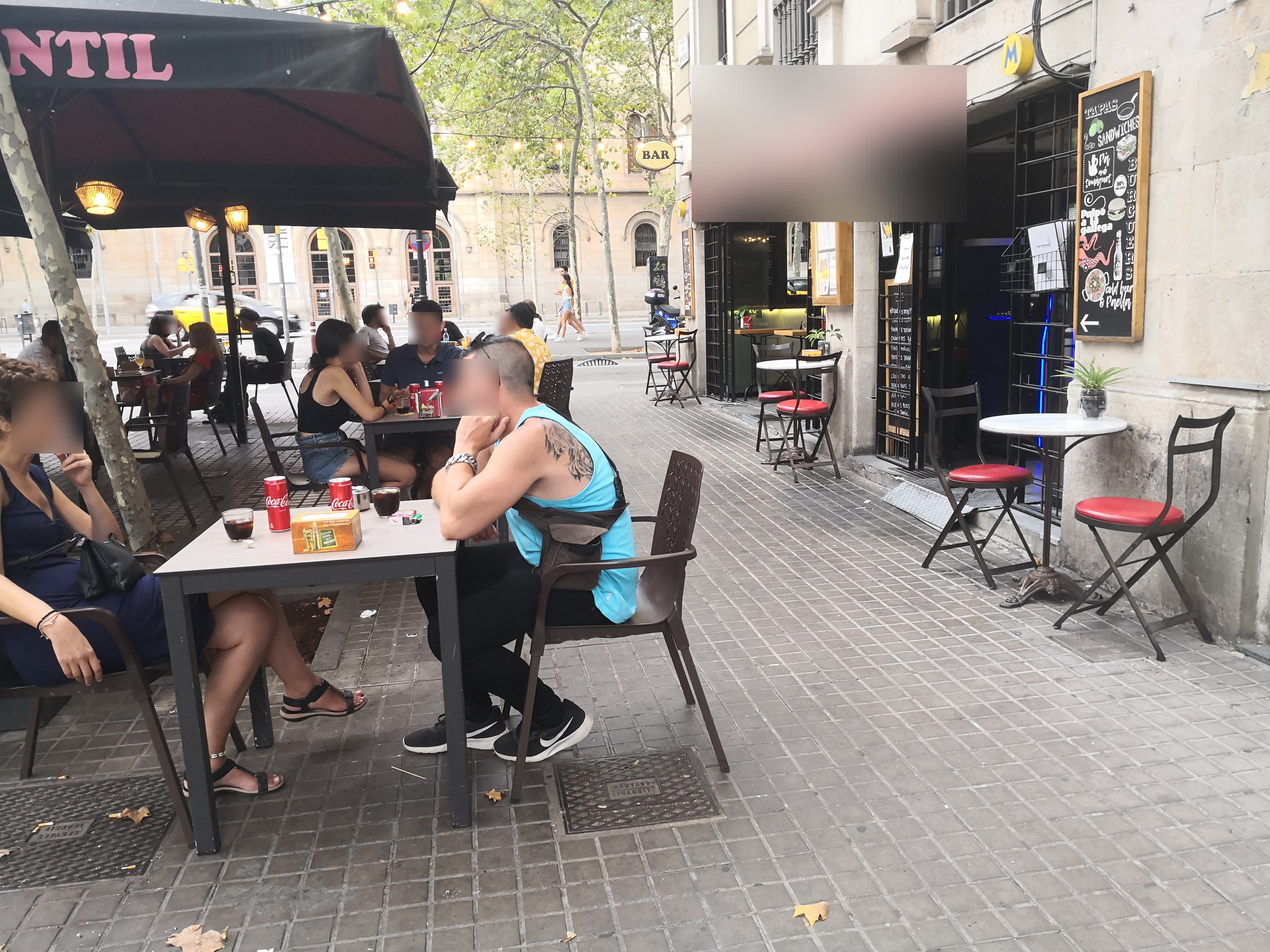 Gran Via de les Corts Catalanes, 592 - taules il·legals en façana, volem estar a l'últim crit!!!!