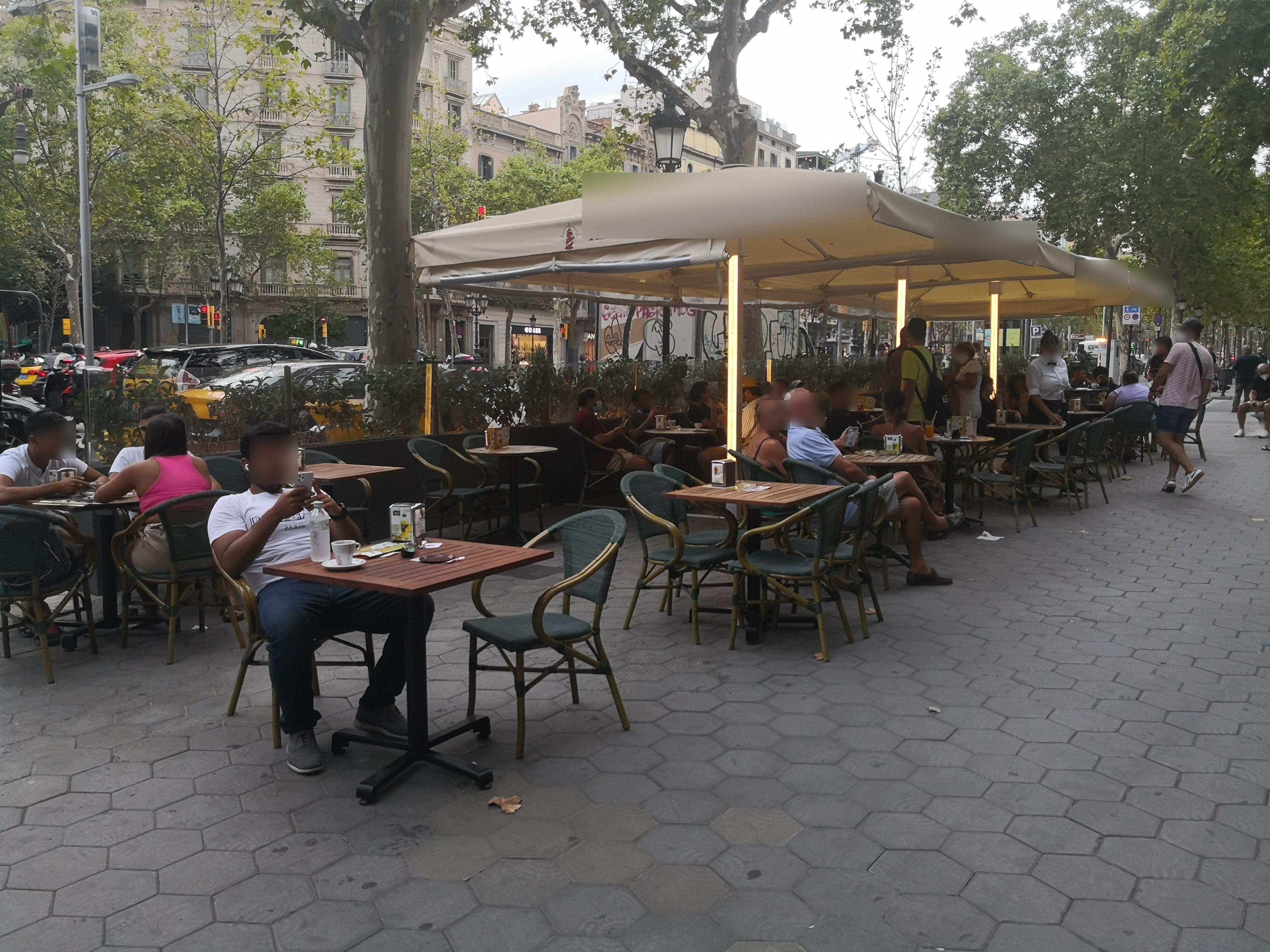 Passeig de Gràcia, 66 - Excés de taules!