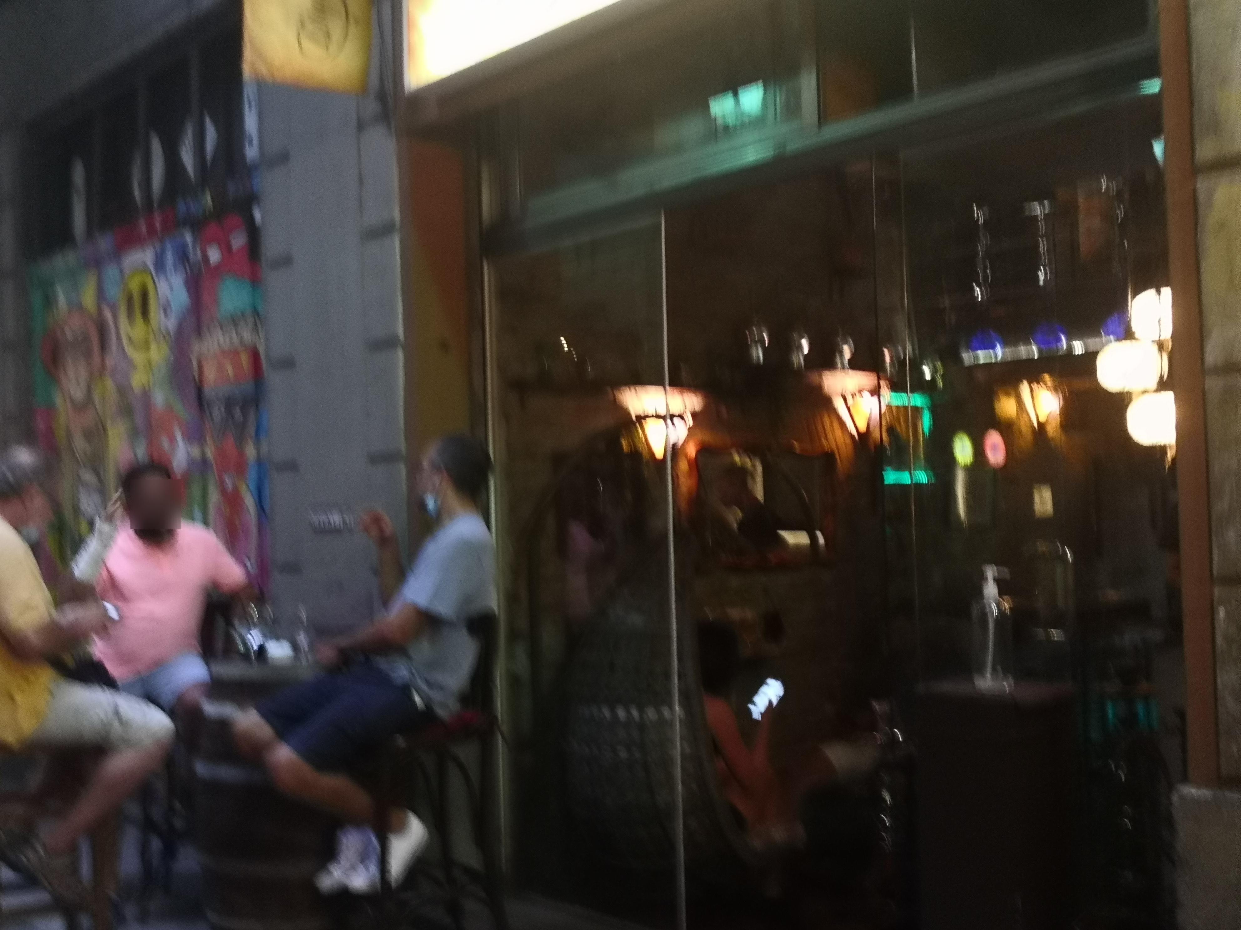Grunyí, 4 - terraça il·legal en carrer molt estret!!