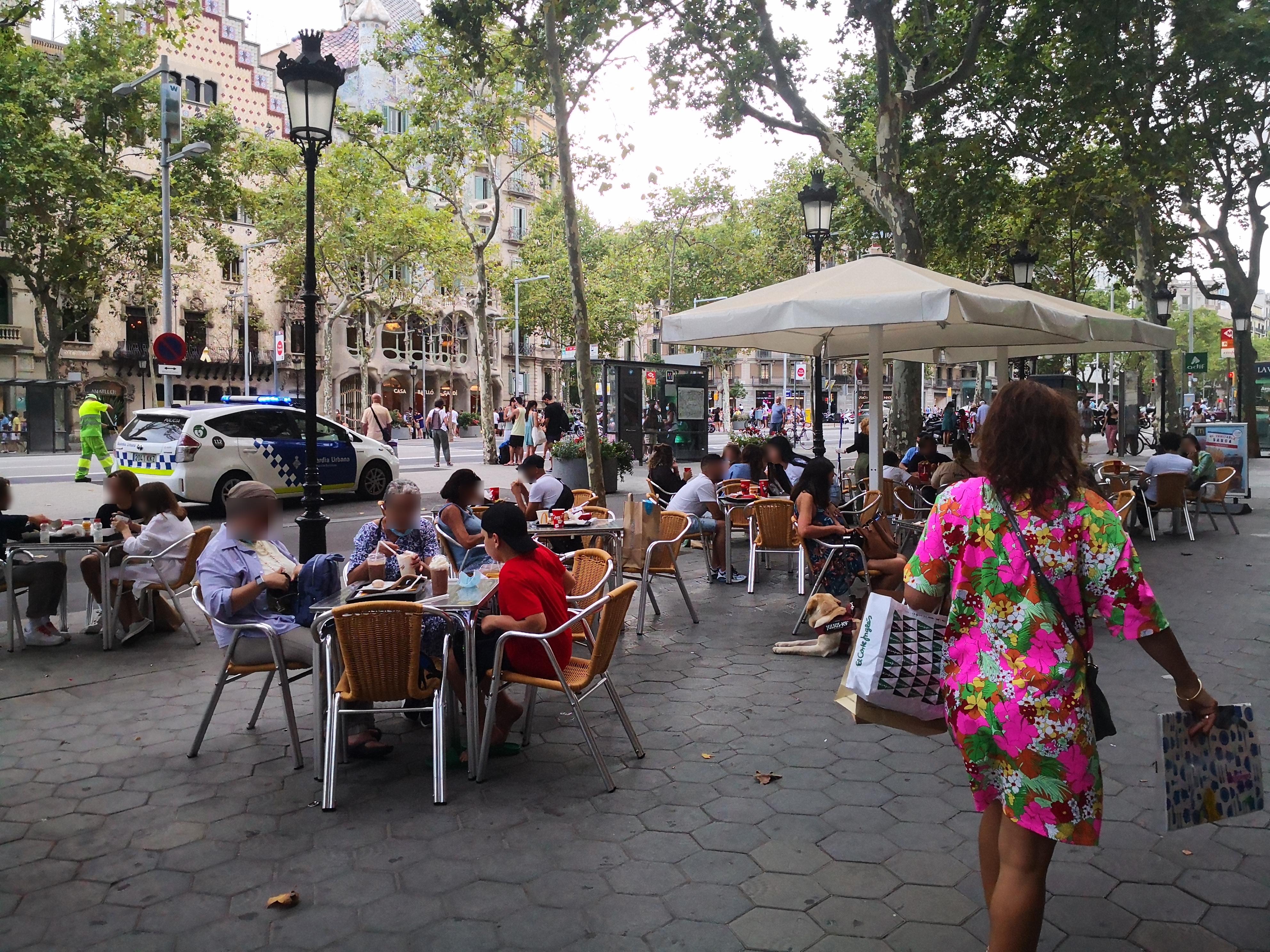 Passeig de Gràcia, 48 - Vinga, més taules i més cadires per taula!!