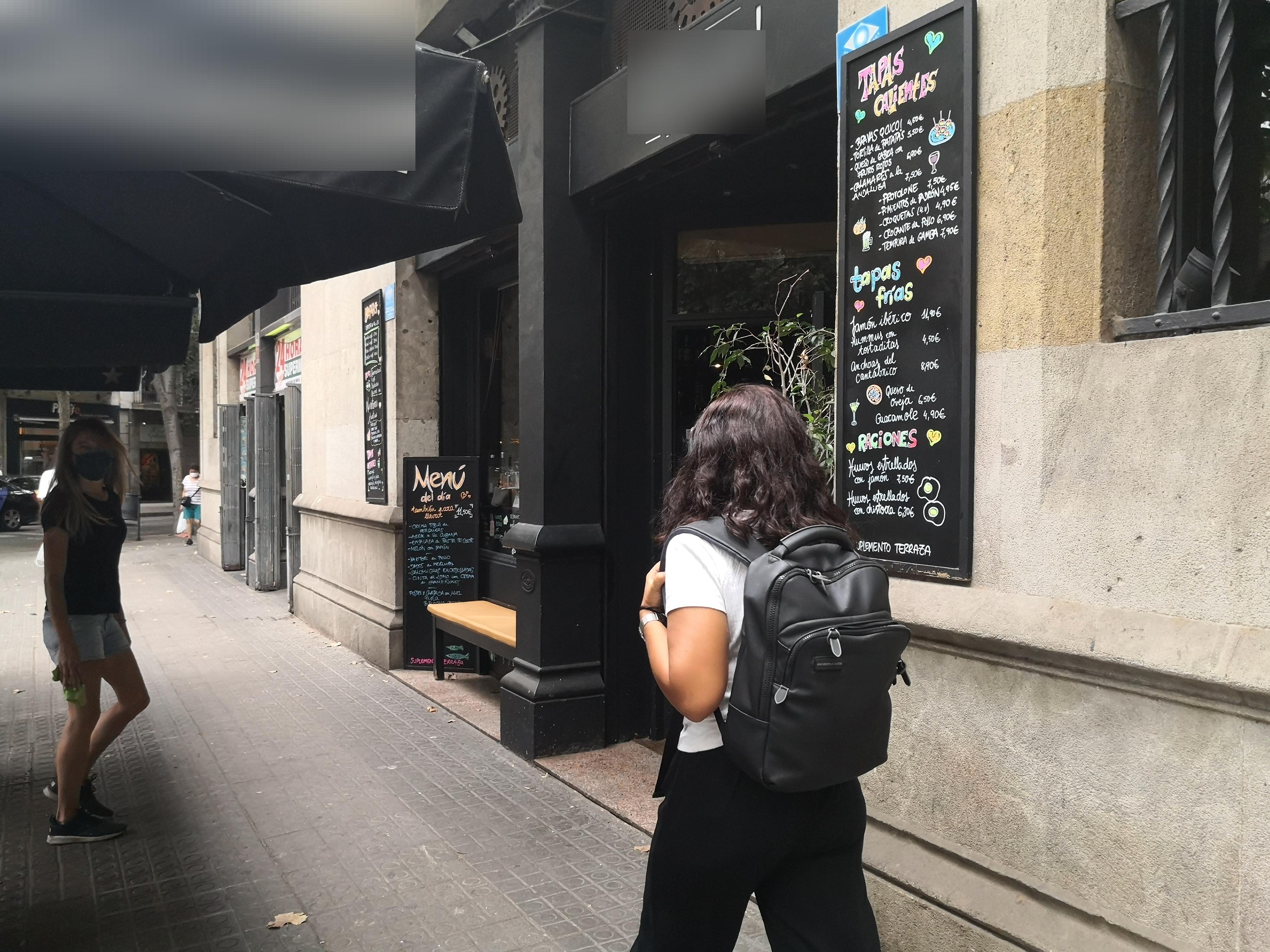 València, 206 - de nou, okupació il·legal i gratis de la façana!!