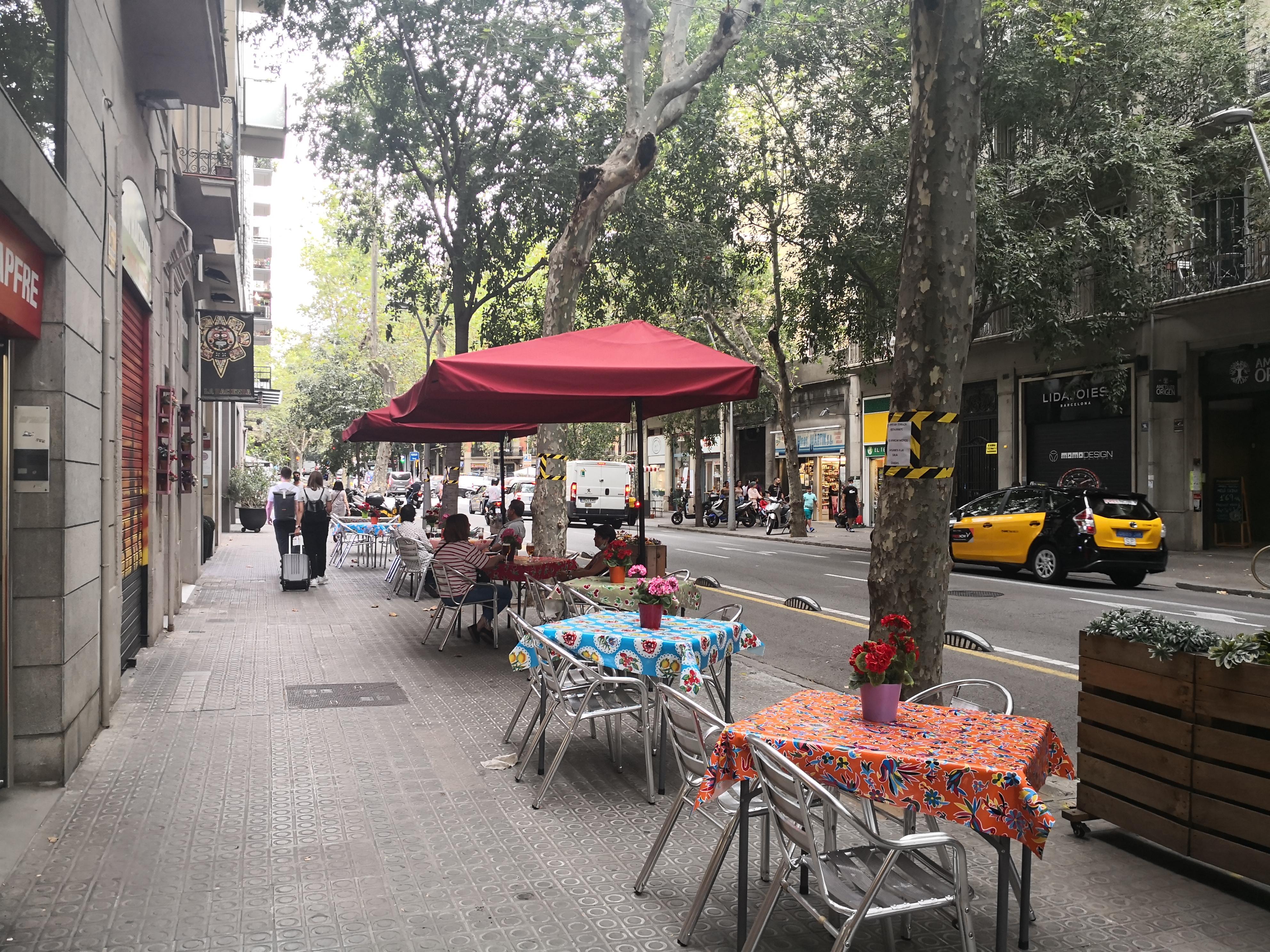 València, 153 - excés de taules!!