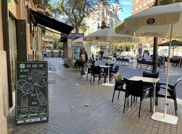 Avda de Gaudi, 21 - Si no teniem prou amb l'ocupació de l'espai central de l'Avinguda Gaudí també ocupen els laterals !!!
